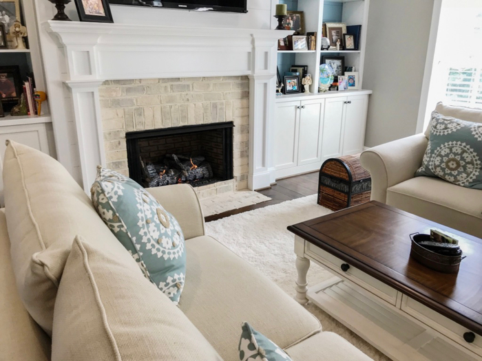 Chesapeake Pearl veneer on fireplace using easy-to-install interior brick