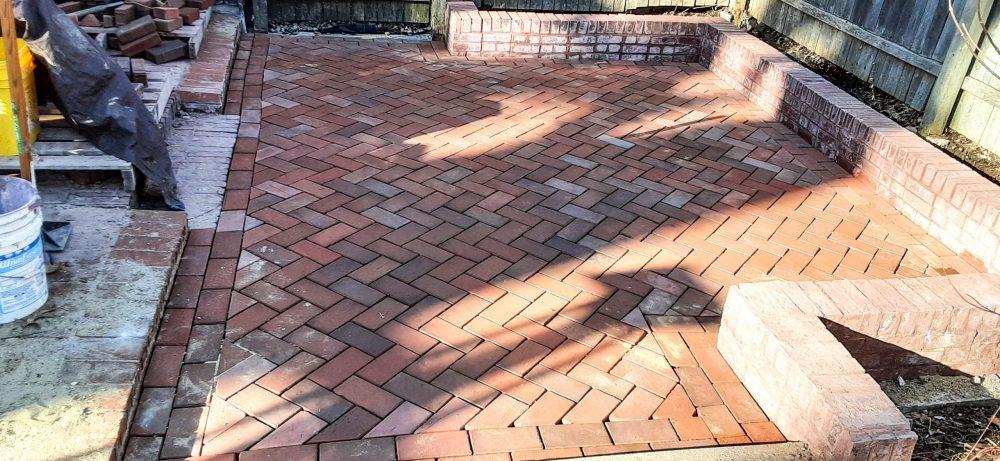 complete garden patio with English Edge